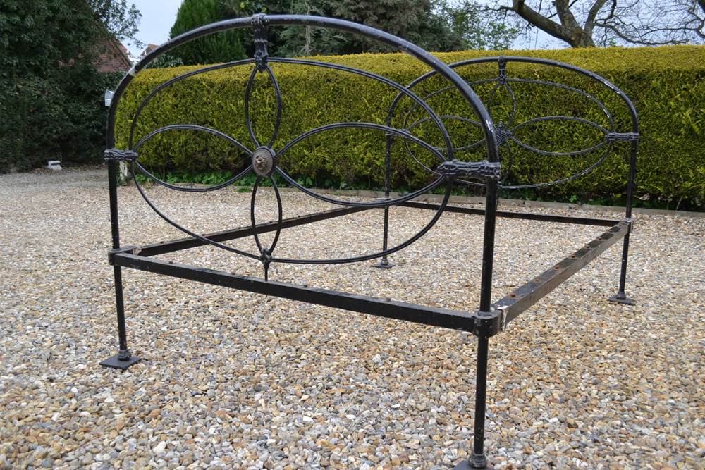 stylish victorian double 4ft 6in cottage bedstead all iron with a large detailed brass disc to foot end